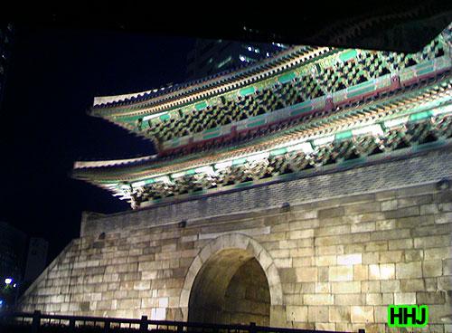 국보 1호 숭례문의 비참한 운명을 지켜보며